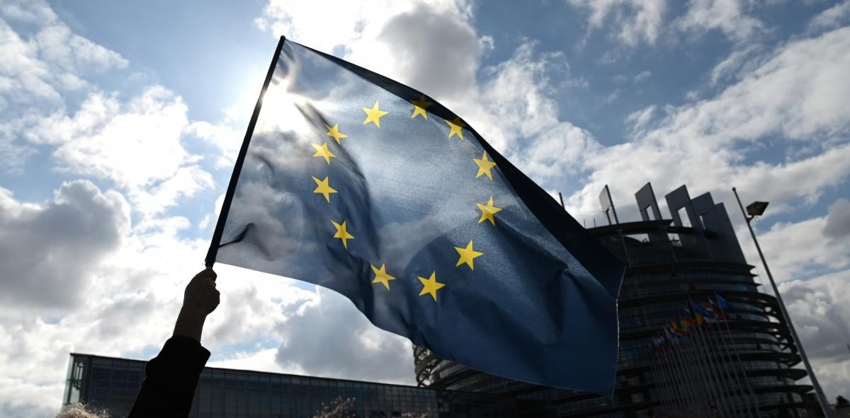 Накратко: ЗАПОЧВАТ ПРЕГОВОРИТЕ ЗА ПРИСЪЕДИНЯВАНЕ НА АЛБАНИЯ И МАКЕДОНИЯ КЪМ ЕС