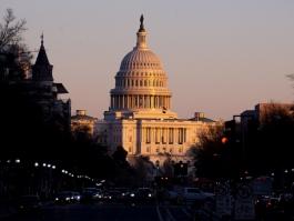 ИКОНОМИЧЕСКИ МЕРКИ ЗА 1.9 ТРИЛИОНА ДОЛАРА ОДОБРИ КАМАРАТА НА ПРЕДСТАВИТЕЛИТЕ В САЩ