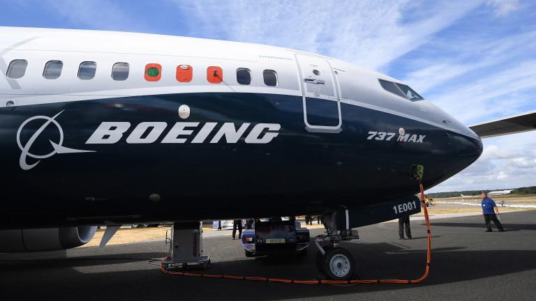 АВАРИЙНО КАЦАНЕ НА БОИНГ 737 В САЩ ЗАРАДИ ПРОБЛЕМ С ДВИГАТЕЛЯ