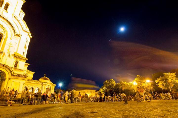 Накратко: СПЕЦИАЛНО ПРЕД BULGARIA-NEWS ХОРАТА ОТ ПРОТЕСТА: МВР НАРОЧНО ИЗБРА ТОЗИ МАРШРУТ НА АВТОБУСА