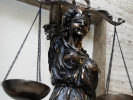 ХВАНАХА С ПОДКУП ОТ 10 000 ЛЕВА ГЛАВНИЯ ЮРИСТ НА ПОДУЯНЕ