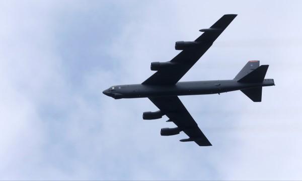 АМЕРИКАНСКИ БОМБАРДИРОВАЧ Б-52 ПРЕЛЕТЯЛ ДО ГРАНИЦАТА НА РУСИЯ